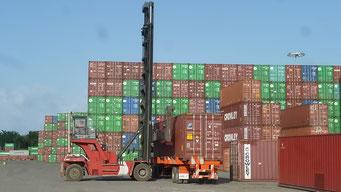 Stapler kippt fast beim Anheben unseres Containers