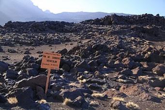 El Payen R.P. - Dead end road im Krater
