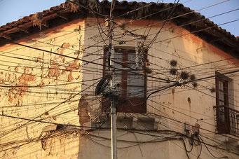 Sucre - Strom wird irgendwo abgezwackt - bezahlt wird nicht.