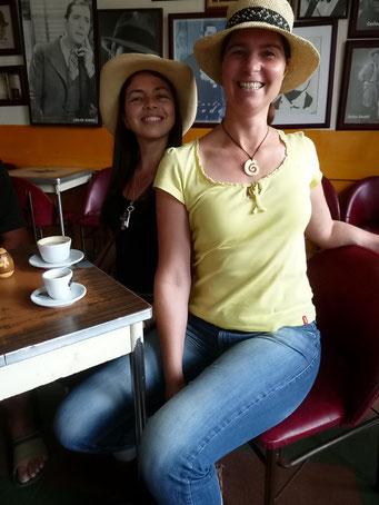 Sevilla - Petra übt Posieren auf kolumbianisch