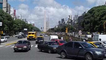 9 de Julio, mit 18 Spuren die breiteste Strasse der Welt