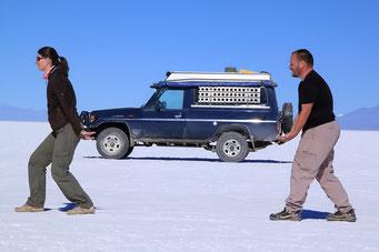 Salar de Uyuni - Praktisch, bei Panne Auto einfach wegtragen...