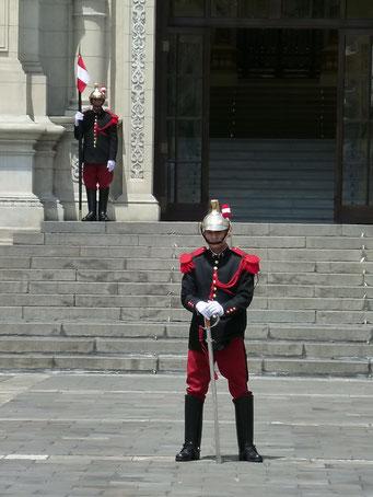 Lima - der Präsidentenpalast mit alter Wache