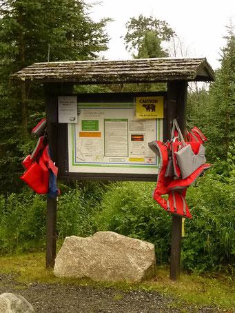 Sicherheit an Gewässern ist in Alaska kein leeres Wort: Schwimmwesten für Kinder an Badeseen