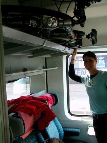 Unsere neuen Velos verstaut im Zug nach Belgrad