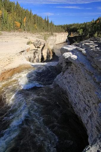 Sambaa Deh Falls T.P., Liard Highway