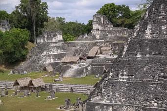 Der Hauptplatz in Tikal