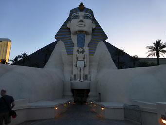 Haupteingang zum Luxor-Casino