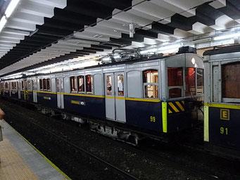 Historische U-Bahn-Züge, täglich im Einsatz