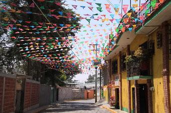 San Juan de Teotihuacan, die heutige Stadt ausserhalb der Ruinen - geschmückt für Grün Donnerstag