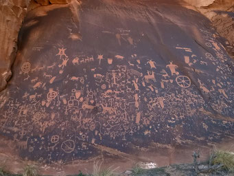 Felszeichnungen der Indianer, Newspaper Rock N.M.