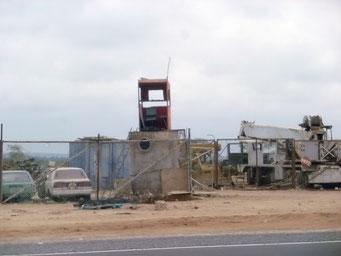 Was in Peru auffällt, viele Firmenareale sind eingemauert und haben Wachtürme
