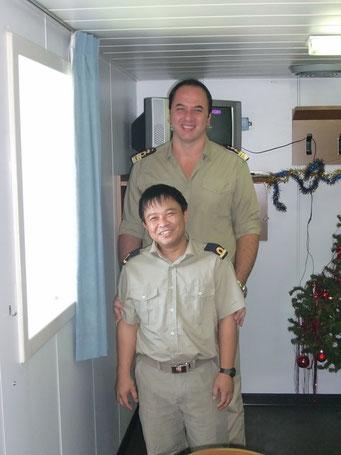 Der Grösste und der Kleinste an Bord; der Kapitän und der 3. Ingenieur    ©Marion&Alfred