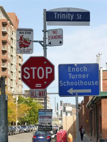 Wirrwarr von Strassenschildern, Toronto
