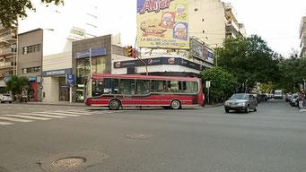 Buslinien sind an der Bemalung zu erkennen