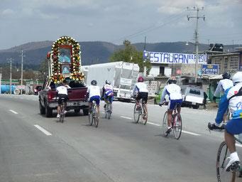 Prozessionen sind auch per Fahrrad möglich...