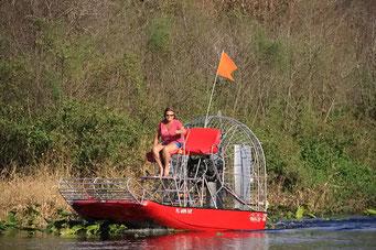 Propellerboote sind in den Everglades der Standard - Mords-Lärm - Lake Kissimmee