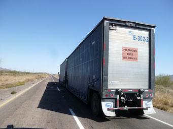 Doble Semi Remolce - Lastwagen mit zwei Auflegern - fast schon Australische Roadtrains