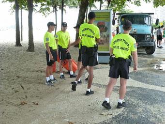 Ach ja, und dann ist da noch überall die Touristen-Polizei... die müssen recht kriminell sein, die Touristen!