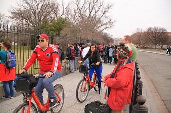 Viele Leute vor dem Weissen Haus