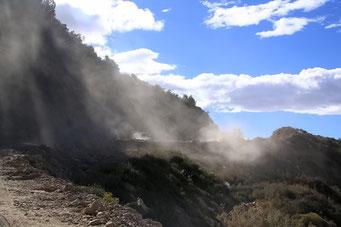 Cochabamba - Oruru - Rauch und Staub der Lastwagen