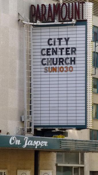 ... ob Kino oder Kirche - auf die Show kommt es hier wohl an.