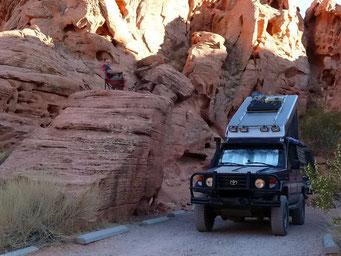 """Campieren zwischen den """"gelöcherten"""" Felsen"""