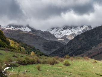 Quimboa, Gorreta, Gamueta y Acherito cubiertos por la nieve y las nubes