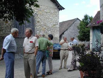 Dans la cour du Château de Vareppe