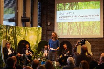Führt durch den Tag: Moderatorin Eva-Maria Jazdzejewski | Social Talk 2018 © Sabine Schlitt, EKKW