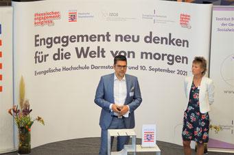 Prof. Dr. Michael Vilain (IZGS der EHD) führt in den II. Hessischen Engagementkongress 2021 ein.  | © Foto: S. Schlitt, EKKW