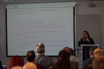 Dr. Vanessa Kubek (Institut für Technologie und Arbeit e.V.) beim Social Talk 2018 © Sabine Schlitt, EKKW