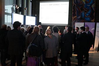 Dr. Markus Glatz-Schmallegger auf der Project Pitch Area des Social Talk 2016 © Sabine Schlitt, EKKW