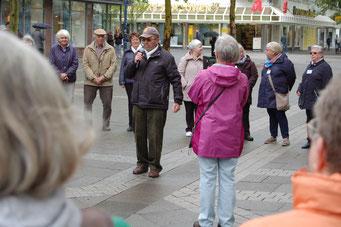 Der Schirmherr der Aktion und ehemalige Offenbacher Oberbürgermeister Wolfgang Reuter informiert zur Bedeutung von Netzwerken im Alter | Foto: IZGS