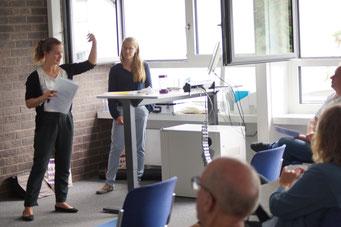 Lisa Veyhl (Robert Bosch Stiftung GmbH) und Danielle Gluns (UniversitätHildesheim) beim II. Hessischen Engagementkongress 2021 an der Ev. Hochschule Darmstadt. | © Foto: S. Schlitt, EKKW