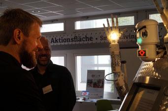 BlessU-2 - Der Segnungsroboter der Evangelischen Kirche in Hessen und Nassau (EKHN) auf dem Social Talk 2017 © Sabine Schlitt, EKKW