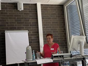 Ingrid Burow-Hilbig (Netzwerk Lernen durch Engagement) beim II. Hessischen Engagementkongress 2021 an der Ev. Hochschule Darmstadt.   © Foto: S. Schlitt, EKKW