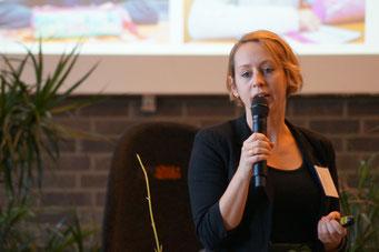 Anna Meister (ZuBaKa) in der Arena der Sozialpioniere beim Social Talk 2018 © Sabine Schlitt, EKKW