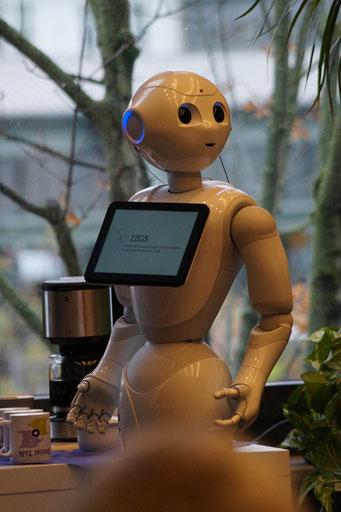 Roboter Pepper war interaktiver Gesprächspartner beim Flying Opening | Social Talk 2018 © Sabine Schlitt, EKKW