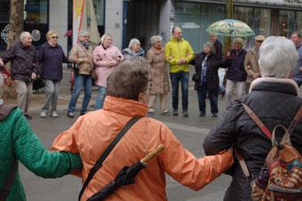 Gemeinsam mehr erreichen – Senioren-Flashmob-Aktion im Rahmen des IZGS-Projekets GESCCO | Foto: IZGS