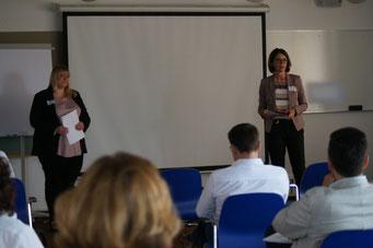 Carina Merth und Katharina Heinen (Hessisches Kultusministerium) beim II. Hessischen Engagementkongress 2021 an der Ev. Hochschule Darmstadt. | © Foto: S. Schlitt, EKKW