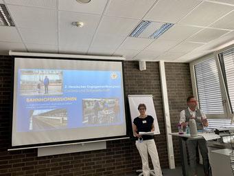 Annette Blumöhr (Diakonisches Werk Region Kassel) und Carsten Baumann (Frankfurter Bahnhofsmission) beim II. Hessischen Engagementkongress 2021 an der Ev. Hochschule Darmstadt.   © Foto: S. Schlitt, EKKW