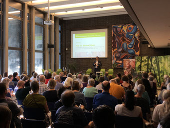 Grußworte von Prof. Dr. Michael Vilain (Geschäftsführender Direktor des Instituts für Zukunftsfragen der Gesundheits- und Sozialwirtschaft (IZGS) der EHD) | Foto: IZGS der EHD
