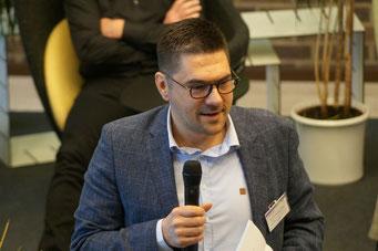 Prof. Dr. Michael Vilain begrüßt die über 150 Teilnehmerinnen und Teilnehmer | Social Talk 2018 © Sabine Schlitt, EKKW