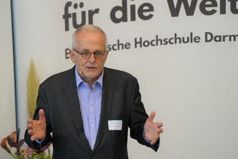 Dr. Rupert Graf Strachwitz (Maecenata Institut für Philanthropie und Zivilgesellschaft) beim II. Hessischen Engagementkongress 2021 an der Ev. Hochschule Darmstadt.   © Foto: S. Schlitt, EKKW