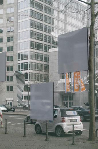 Auf diesem Foto muss man schon genau hinschauen, ob es sich um eine Spiegelung handelt oder durchs Fenster fotografiert wurde.