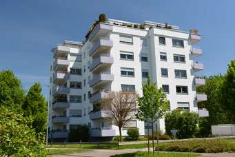 Verkauf: Teilmodernisierte Hochhaus-Wohnung in Riederich, Mühlstraße