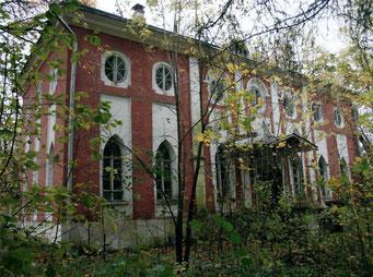 Восточный флигель усадьбы Петровское.