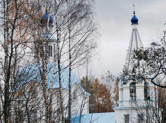 Церковь перекрыта сомкнутым сводом, параболического сечения, и увенчана световым барабаном с шейкой главы