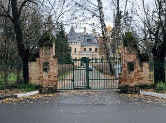 Усадебная ограда. Центральные ворота